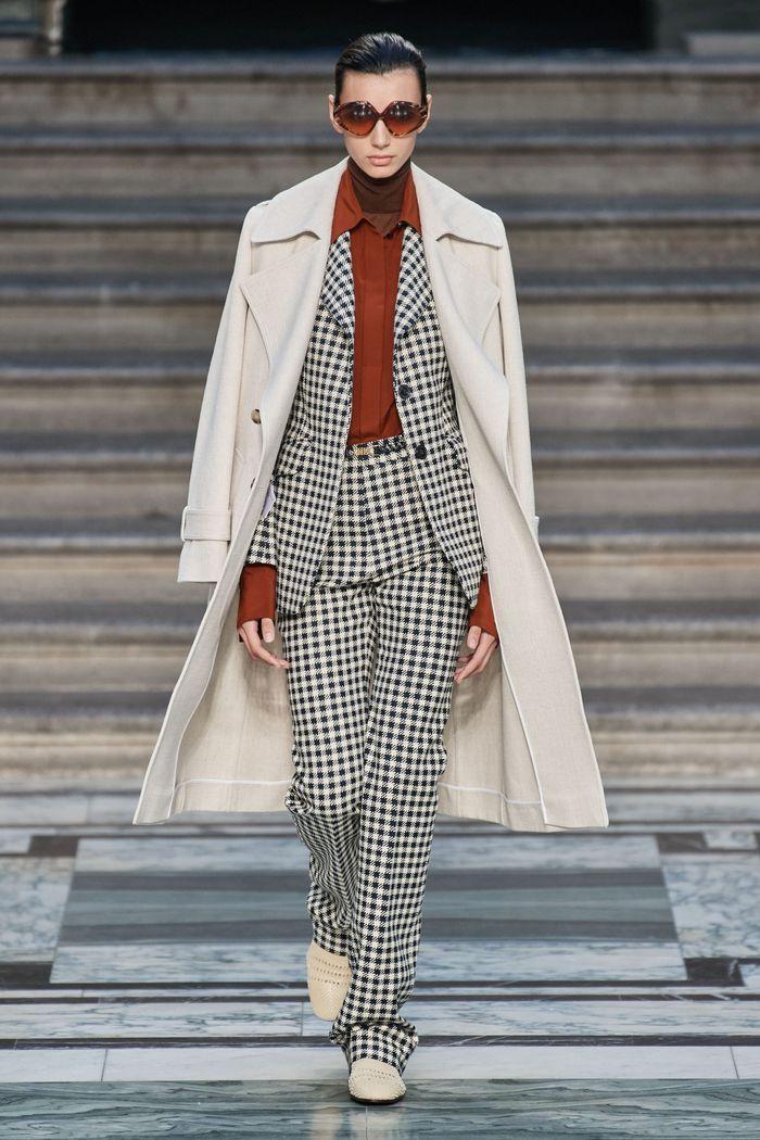 Модный костюм в клетку из коллекции весна-лето 2020 Victoria Beckham