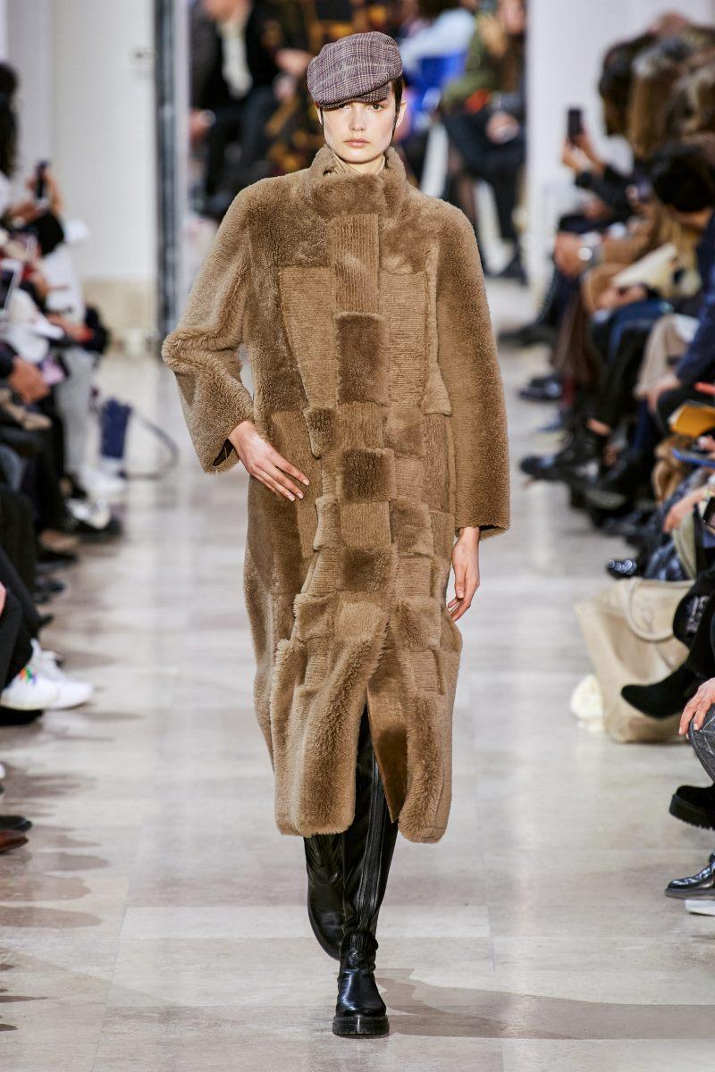 Модная дубленка наизнанку зима 2021 из коллекции Akris