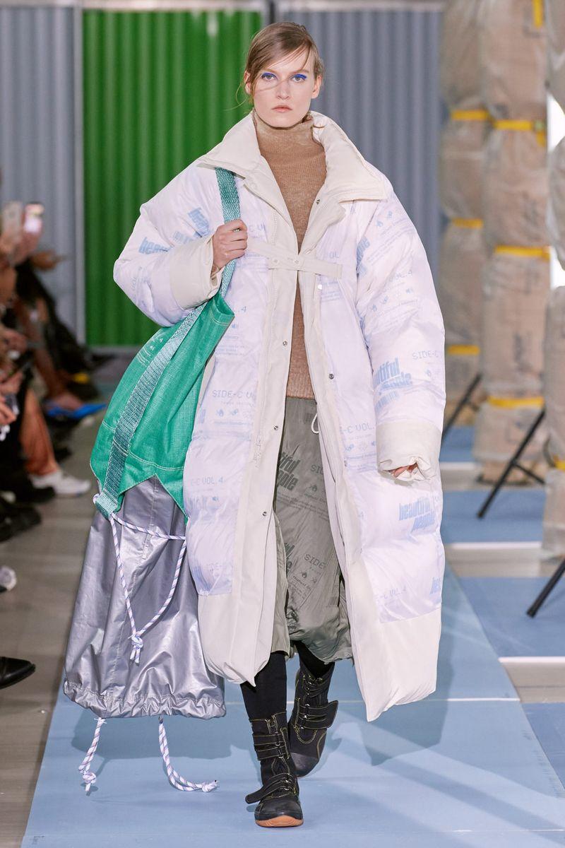 Модный длинный пуховик оверсайз осень-зима 2020-2021 из коллекции Beautiful People