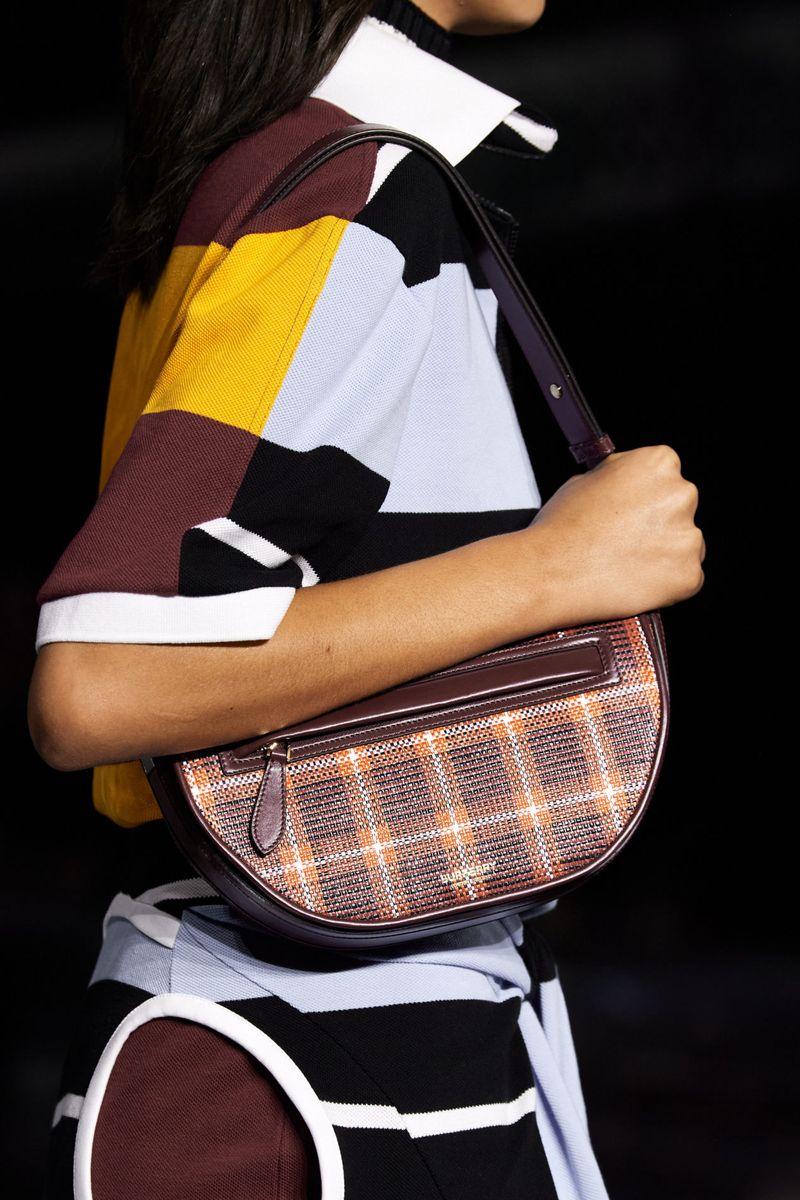 Модные сумки осень-зима 2020-2021 с клетчатым принтом из коллекции Burberry
