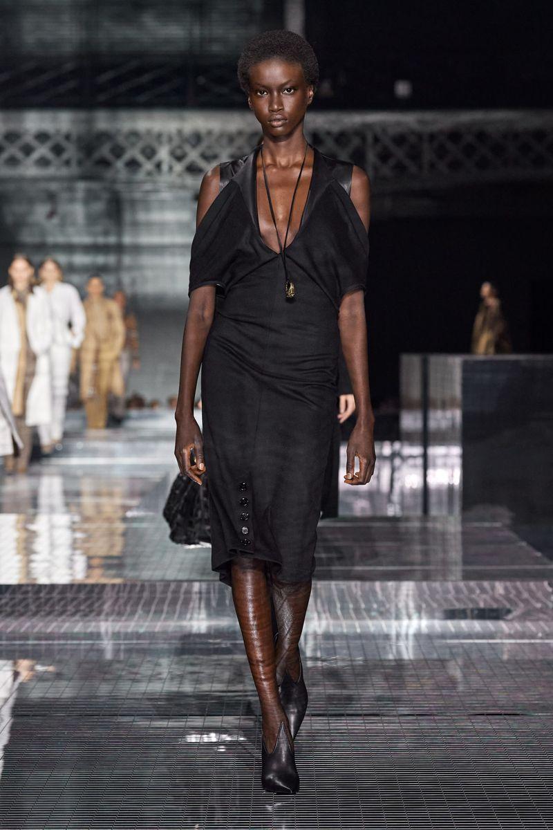 Модное платье с рукавами осень-зима 2020-2021 из коллекции Burberry