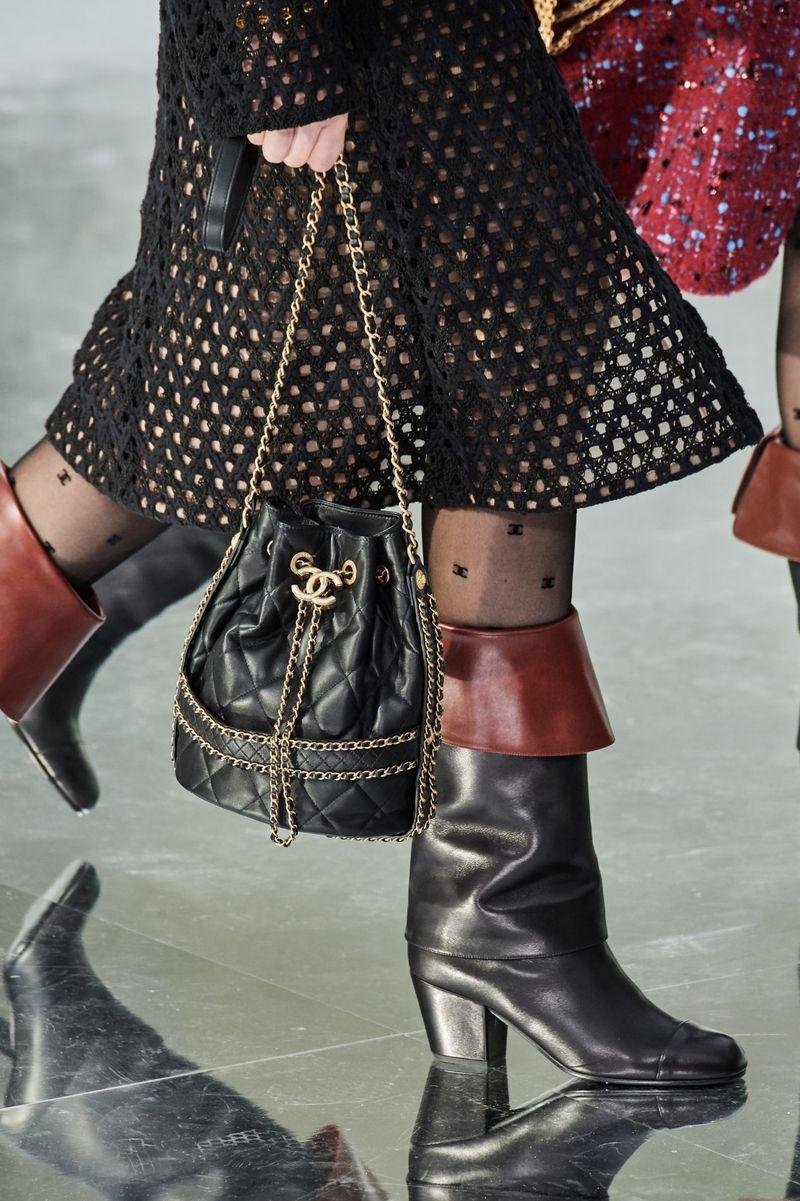 Модные сумки осень-зима 2020-2021 модель мешок из коллекции Chanel