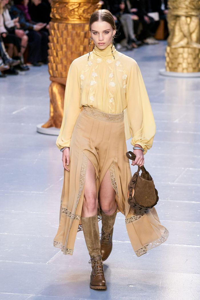 Модные цвета в одежде осень-зима 2020-2021. Образ из коллекции Chloe