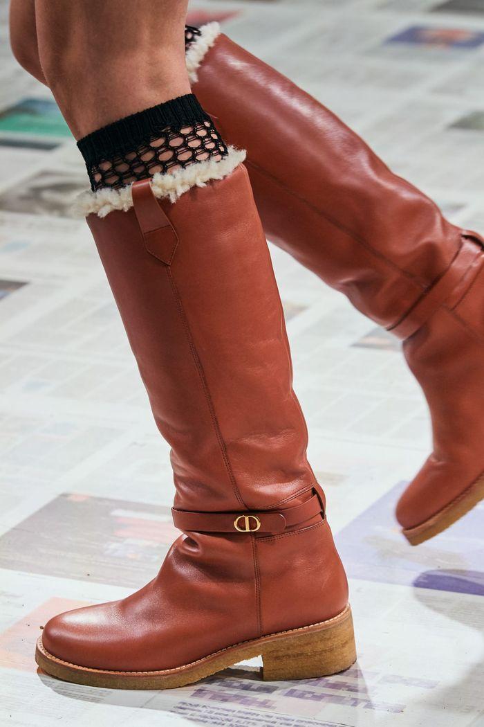 Модная женская обувь сезона осень-зима 2020-2021 - сапоги из коллекции Christian Dior