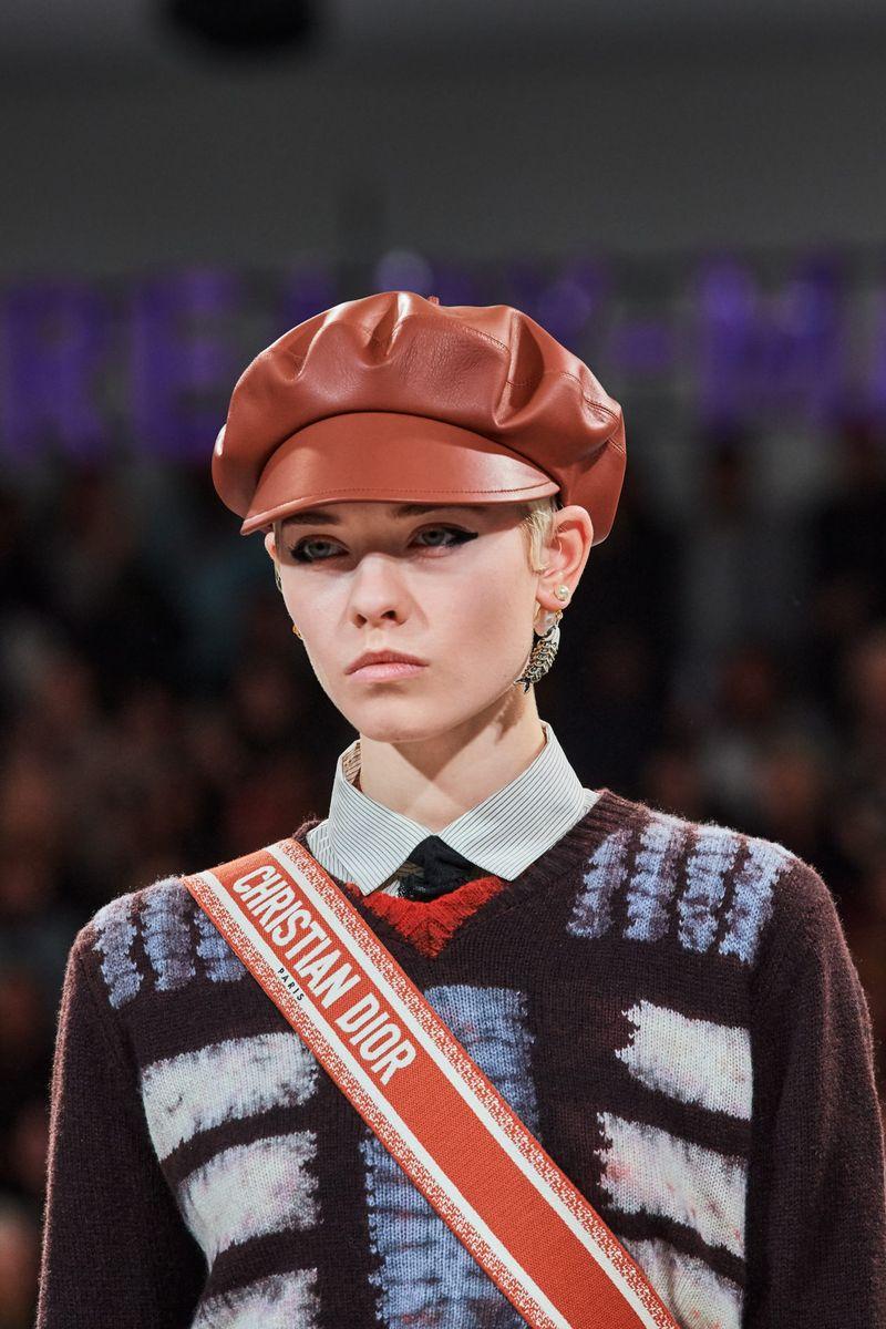 Модные женские головные уборы осень-зима 2020-2021 из коллекции Christian Dior
