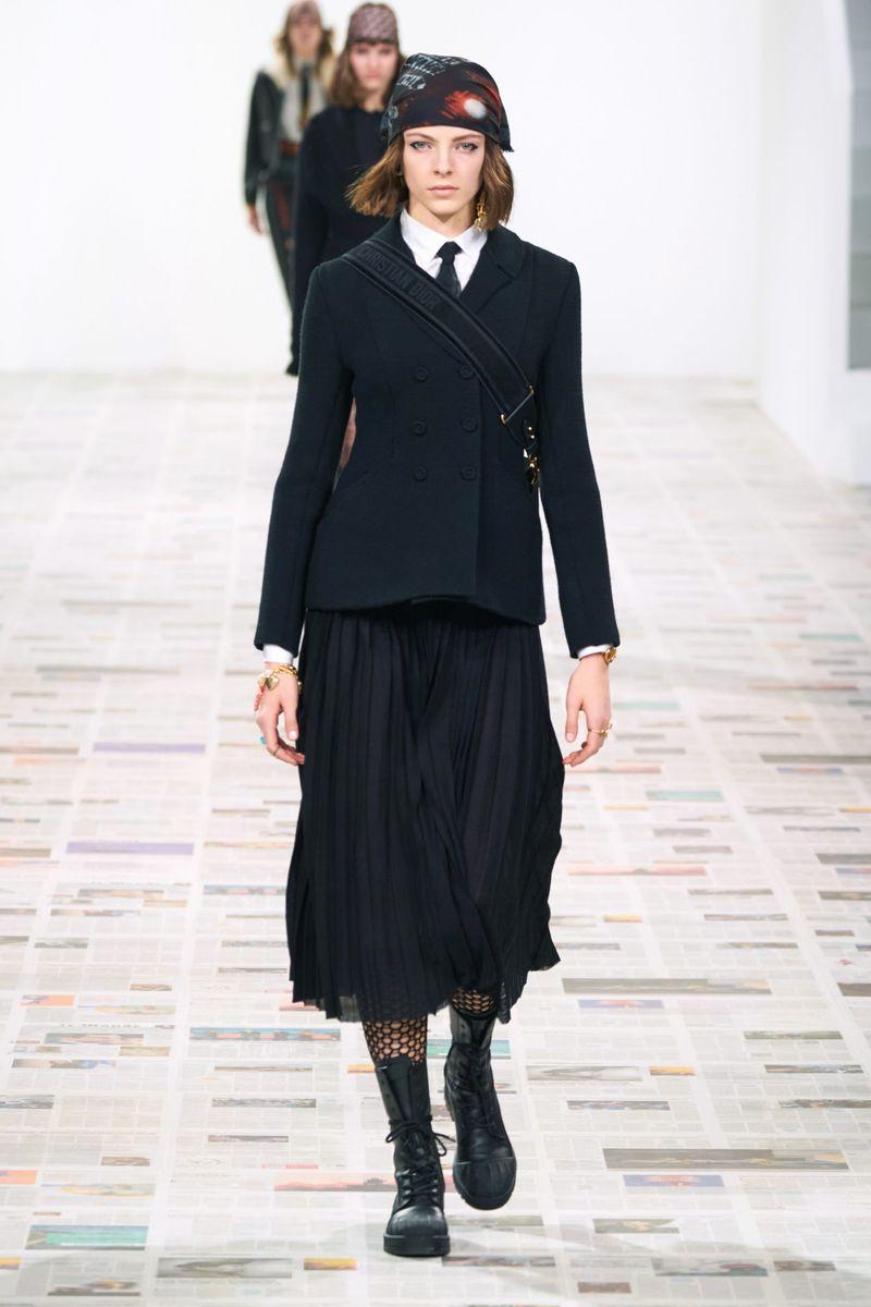 Модная плиссированная юбка осень-зима 2020-2021 Christian Dior