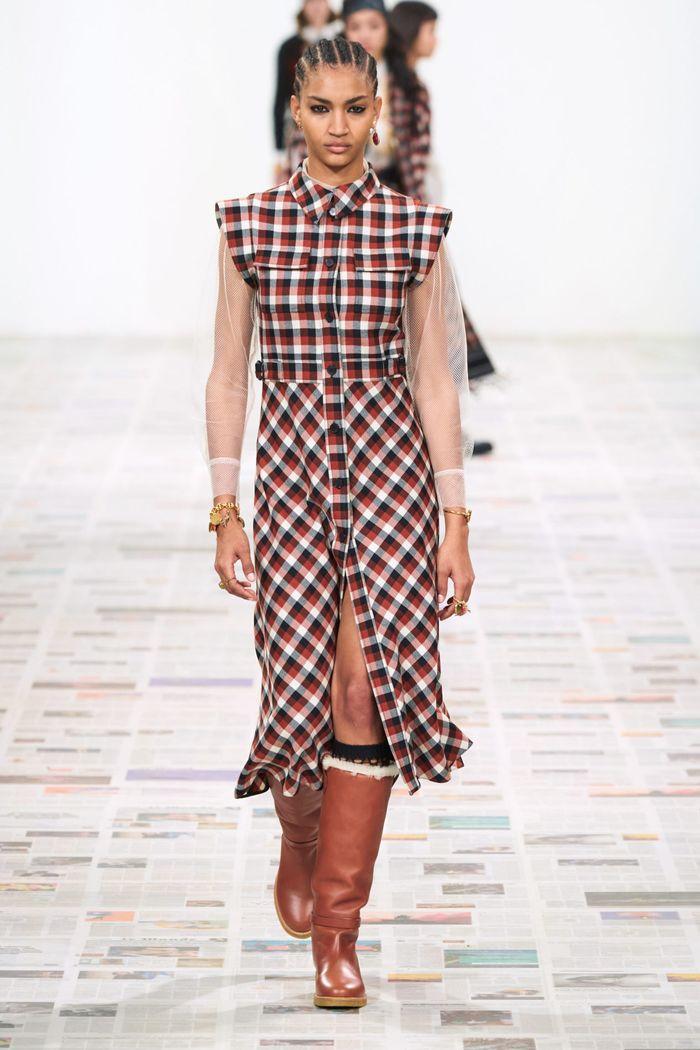 Модный принт осень-зима 2020-2021- клетка. Образ из коллекции Christian Dior