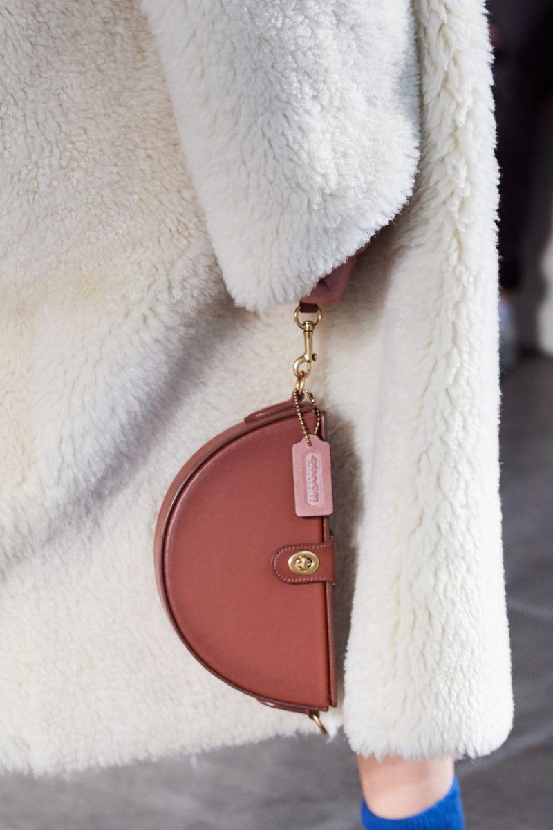 Модные сумки осень-зима 2020-2021 модель барсетка из коллекции Coach