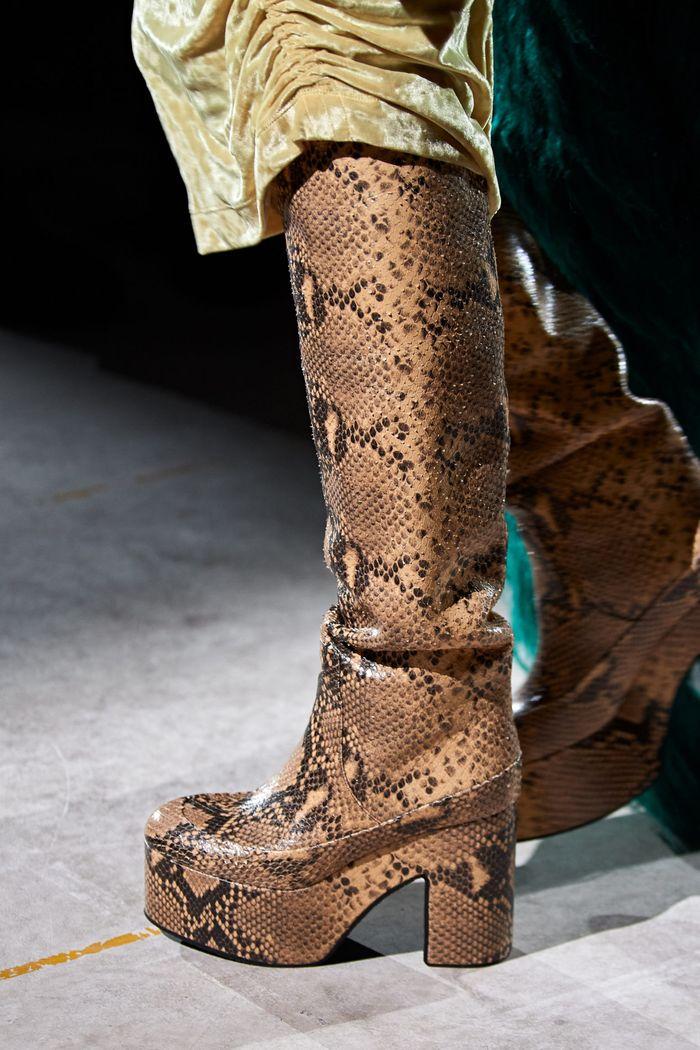 Модная женская обувь сезона осень-зима 2020-2021 - сапоги из коллекции Dries Van Noten