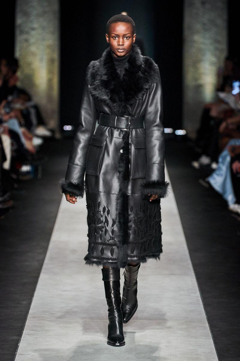 Модная дубленка с вышивкой зима 2021 из коллекции Ermanno Scervino