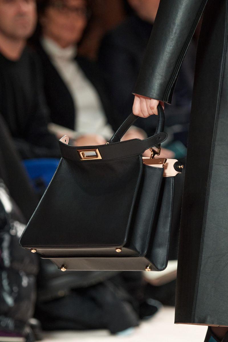 Модные сумки осень-зима 2020-2021 модель тоут из коллекции Fendi