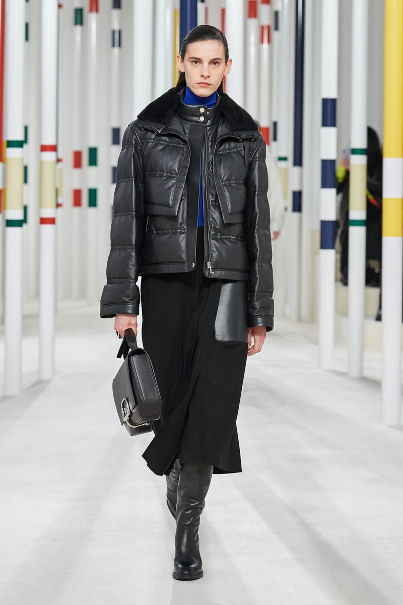 Модная кожаная куртка осень-зима 2020-2021 из коллекции Hermès