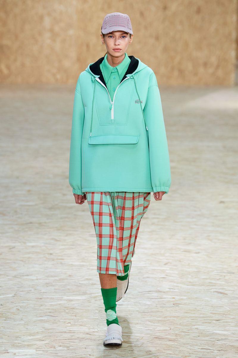 Модная куртка анорак осень-зима 2020-2021 из коллекции Lacoste