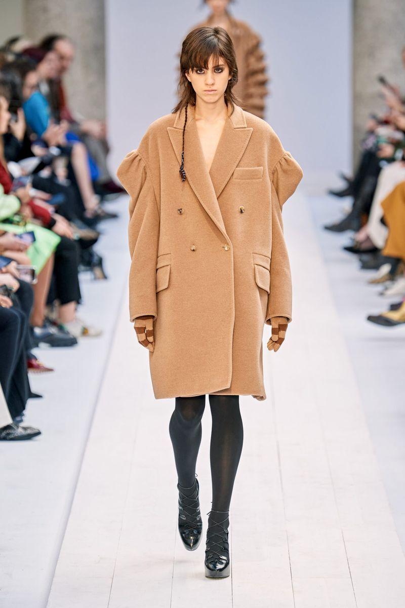 Самый модный фасон осень-зима 2020-2021 - пальто-пиджак с объемными плечами из коллекции Max Mara