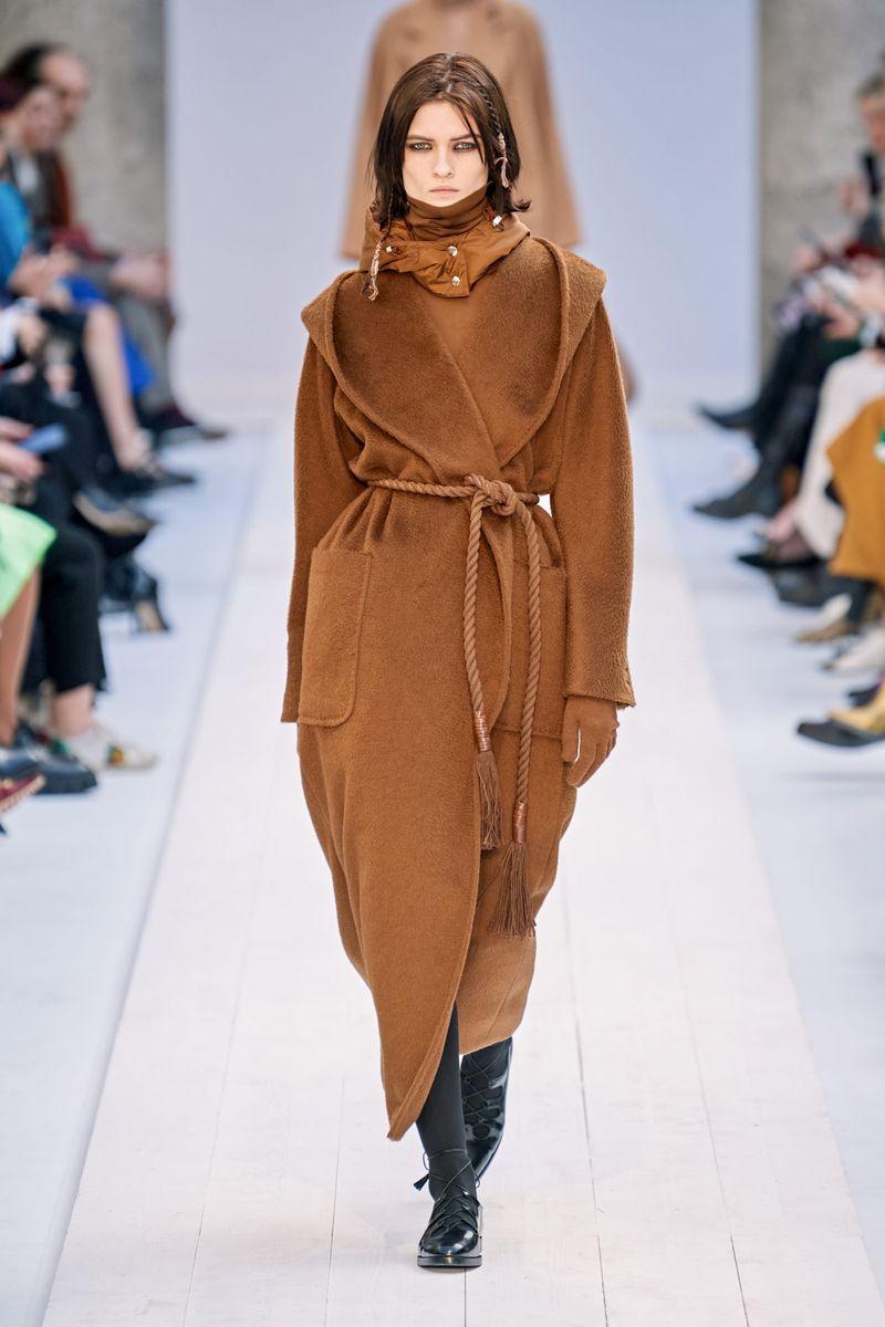 Модное пальто-халат осень-зима 2020-2021 из коллекции Max Mara