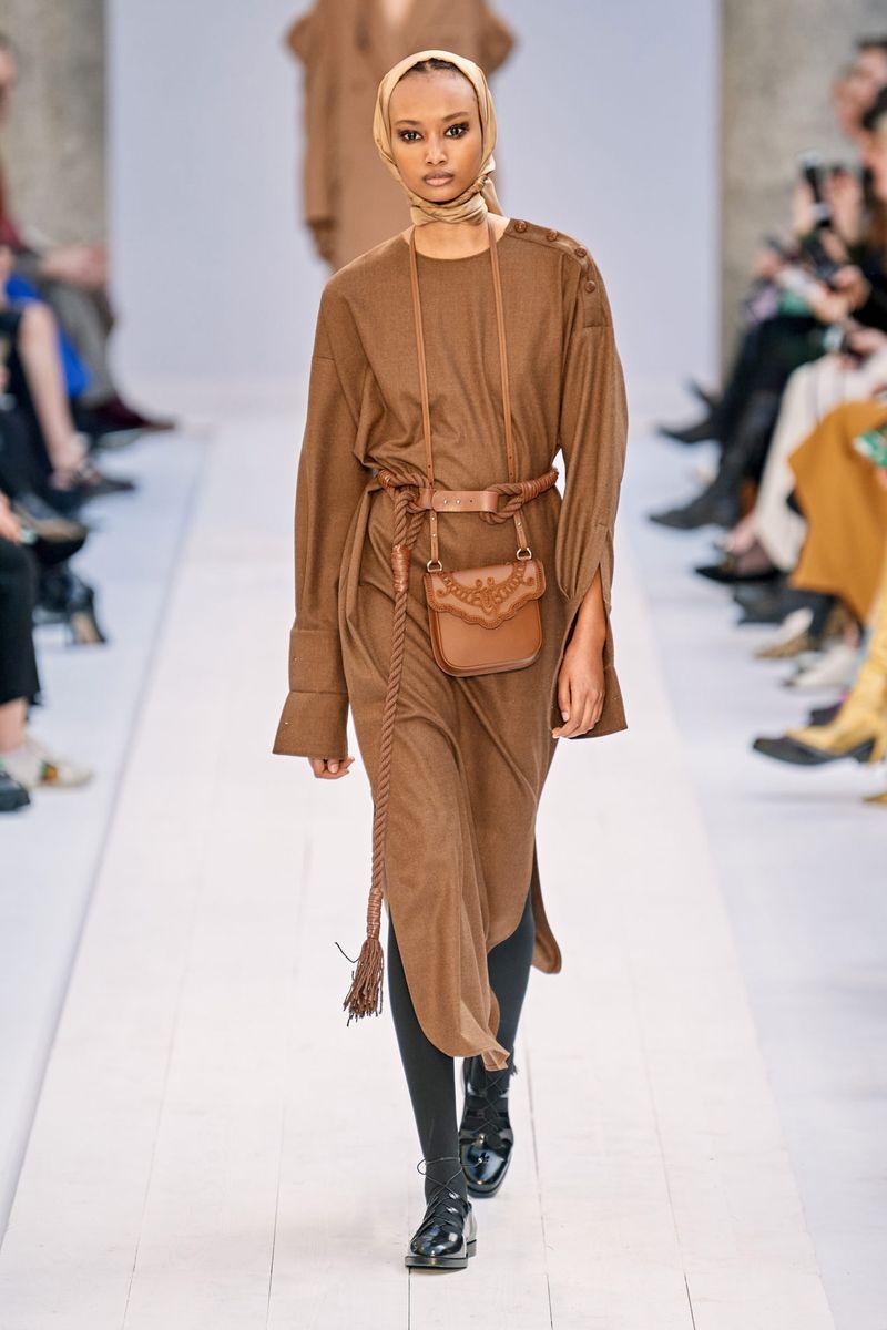 Модное платье-футляр осень-зима 2020-2021 из коллекции Max Mara