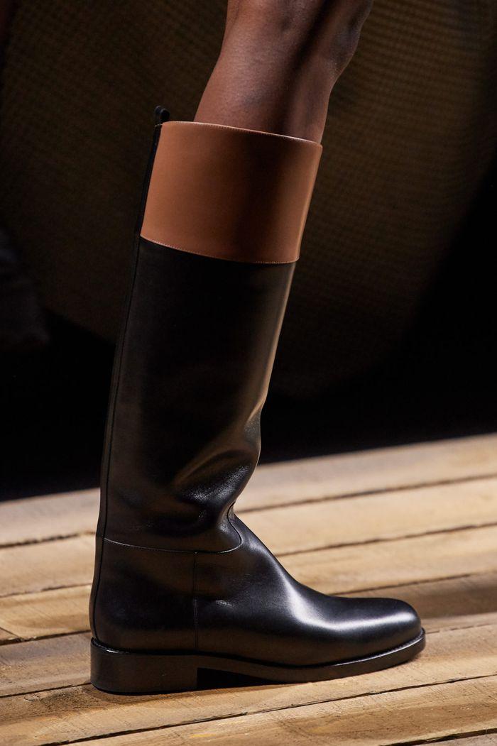 Модная женская обувь сезона осень-зима 2020-2021 - сапоги из коллекции Michael Kors