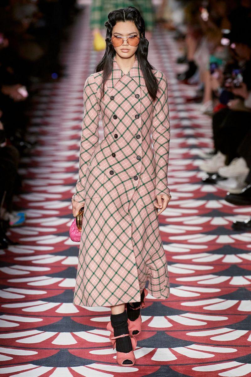 Модное пальто в клетку осень-зима 2020-2021 из коллекции Miu Miu