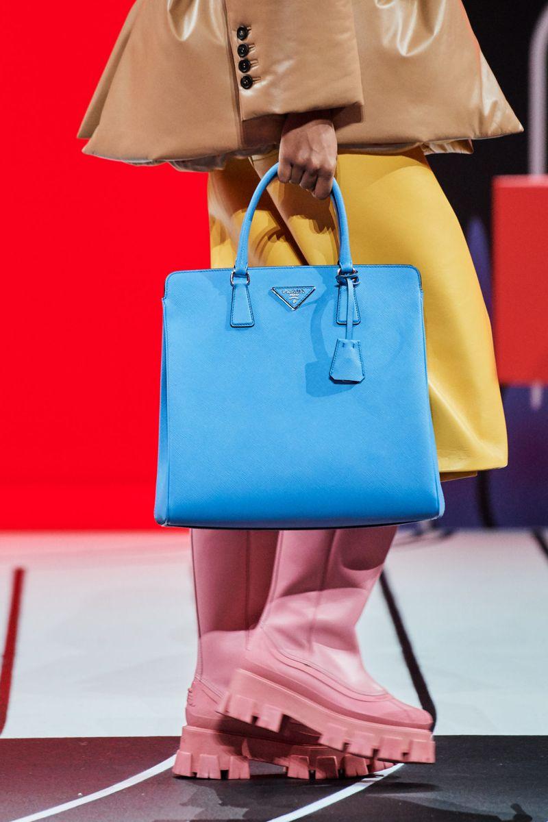 Модные сумки осень-зима 2020-2021 модель тоут из коллекции Prada