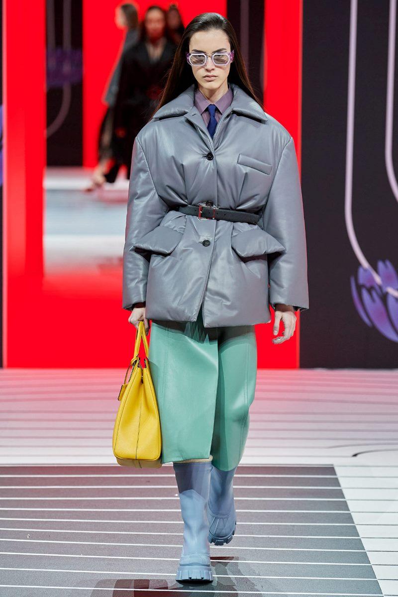 Модная кожаная куртка-пиджак осень-зима 2020-2021 из коллекции Prada