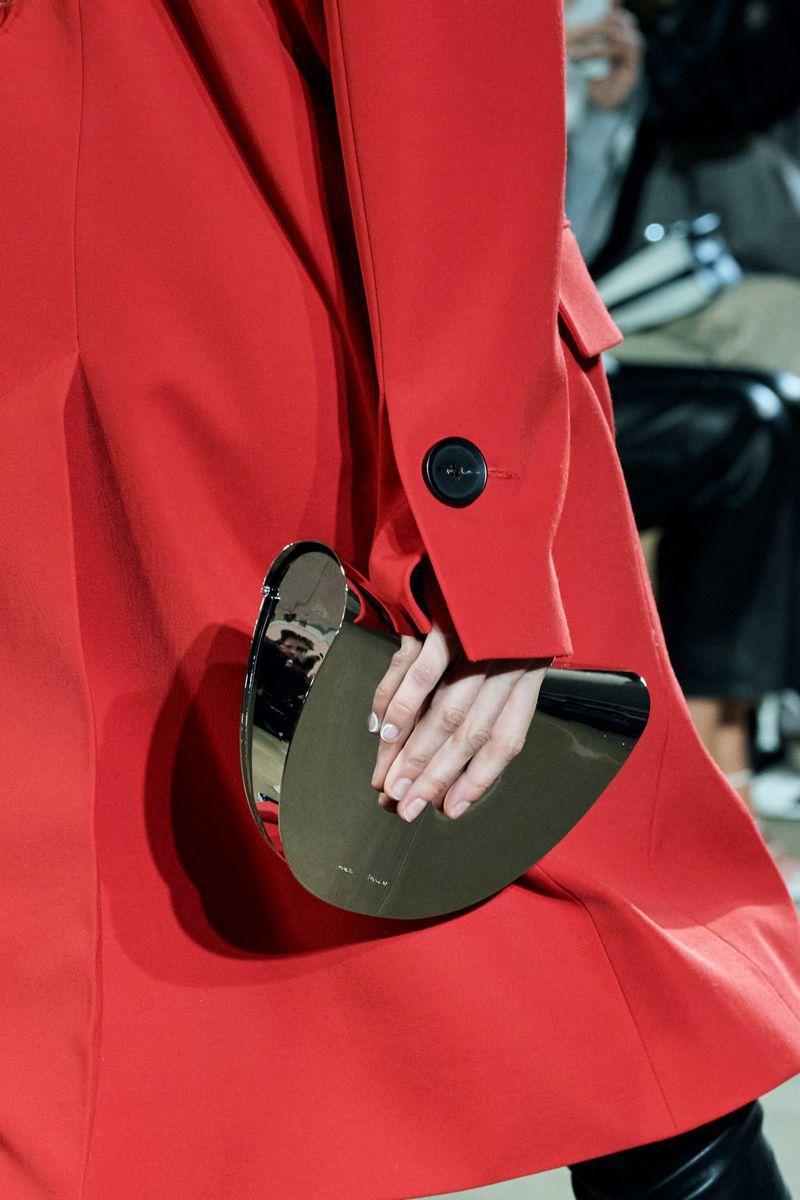 Модные сумки осень-зима 2020-2021 модель полумесяц из коллекции Proenza Schouler