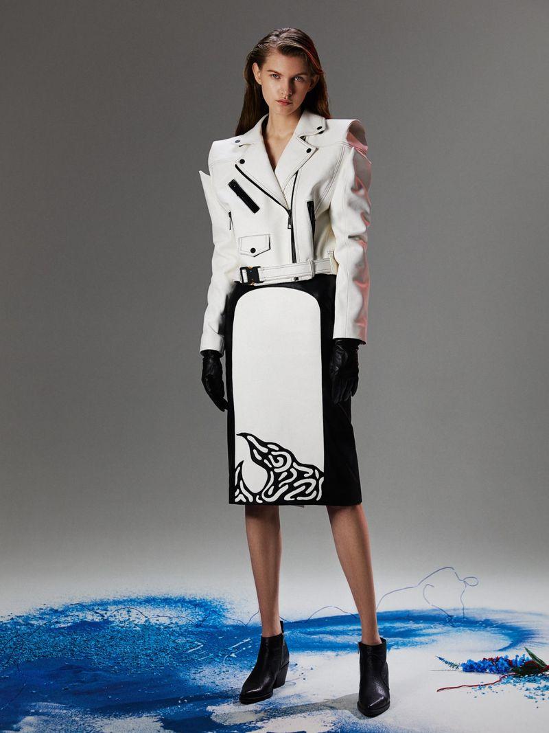 Модная кожаная куртка-косуха осень-зима 2020-2021 из коллекции Red September