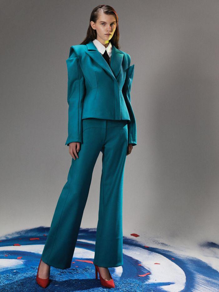Модная сложноскроенная одежда осень-зима 2020-2021 из коллекции Red September