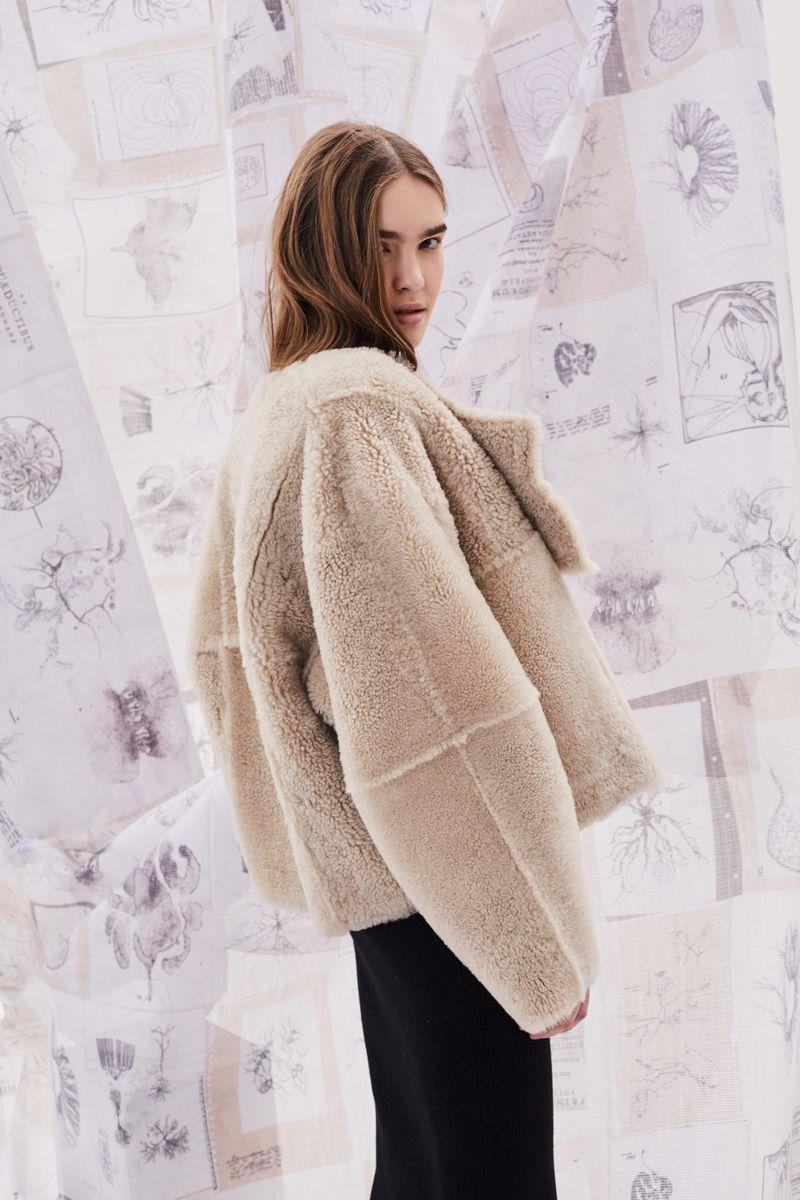 Модная дубленка наизнанку зима 2021 из коллекции Ruban