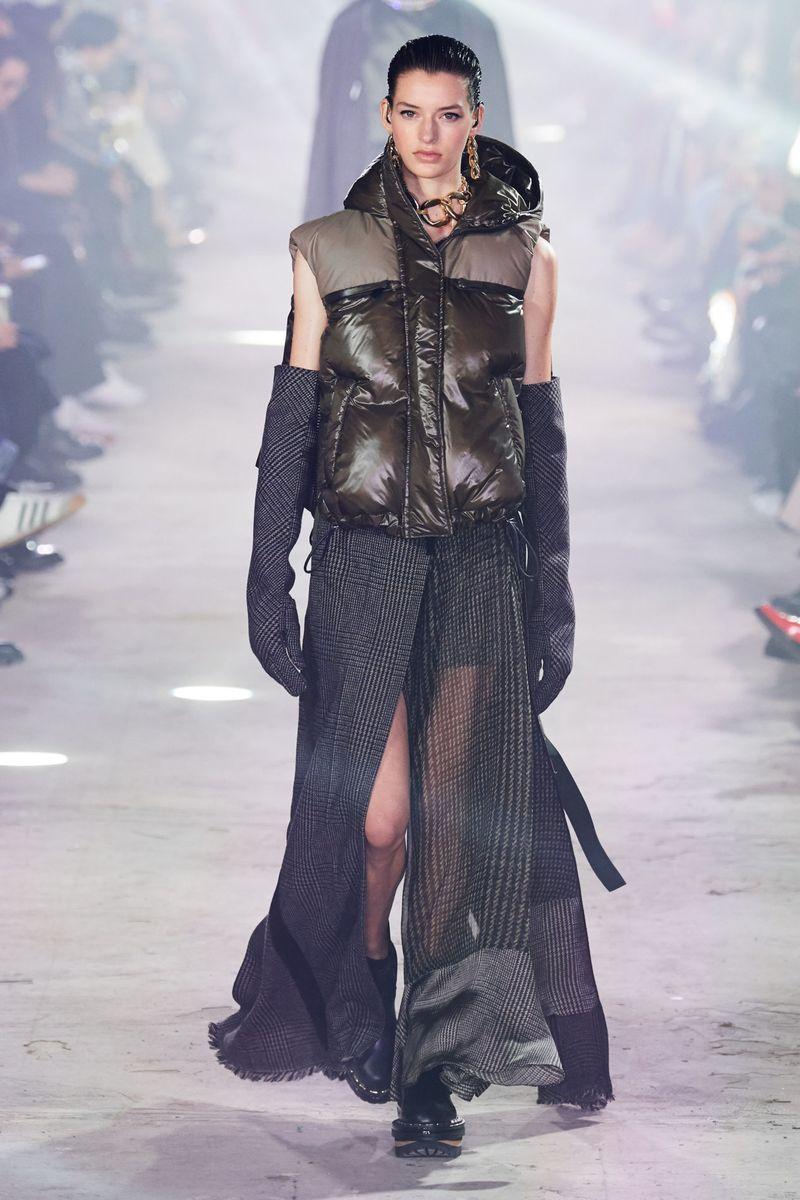 Модная куртка-жилет осень-зима 2020-2021 из коллекции Sacai