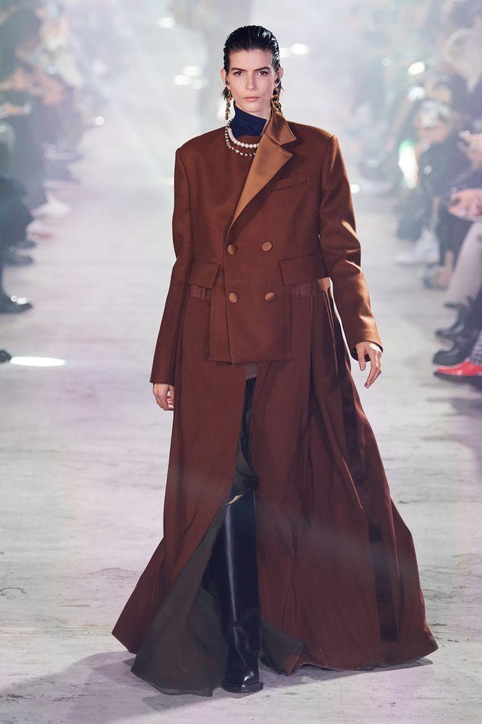 Модная сложноскроенная одежда осень-зима 2020-2021 из коллекции Sacai