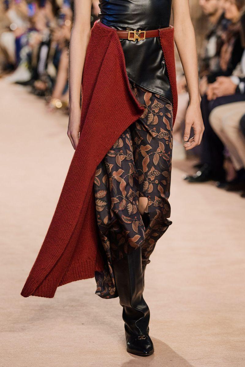 Модная юбка на ремне осень-зима 2020-2021 из коллекции Salvatore Ferragamo