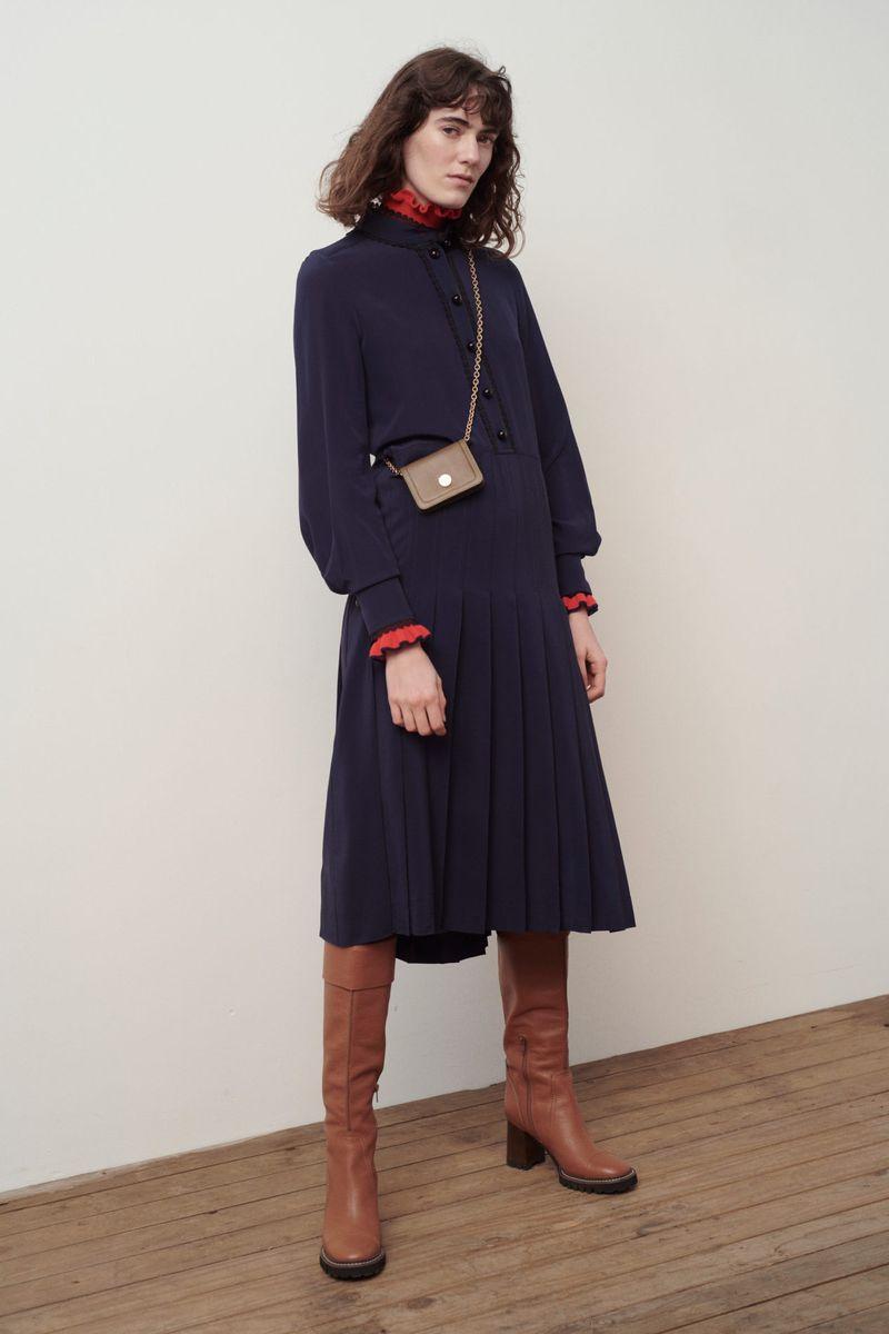 Модное платье-плиссе осень-зима 2020-2021 из коллекции See by Chloé