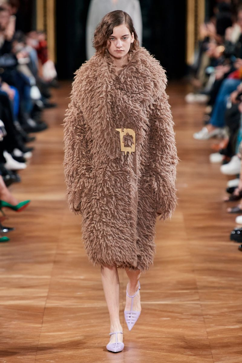 Модная шуба с имитацией меха ламы из коллекции зима 2021 Stella McCartney