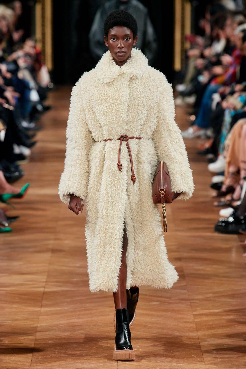Модная шуба-халат из коллекции зима 2021 Stella McCartney