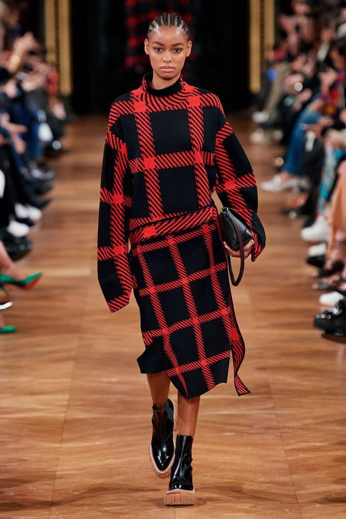 Модный принт осень-зима 2020-2021- клетка. Образ из коллекции Stella McCartney