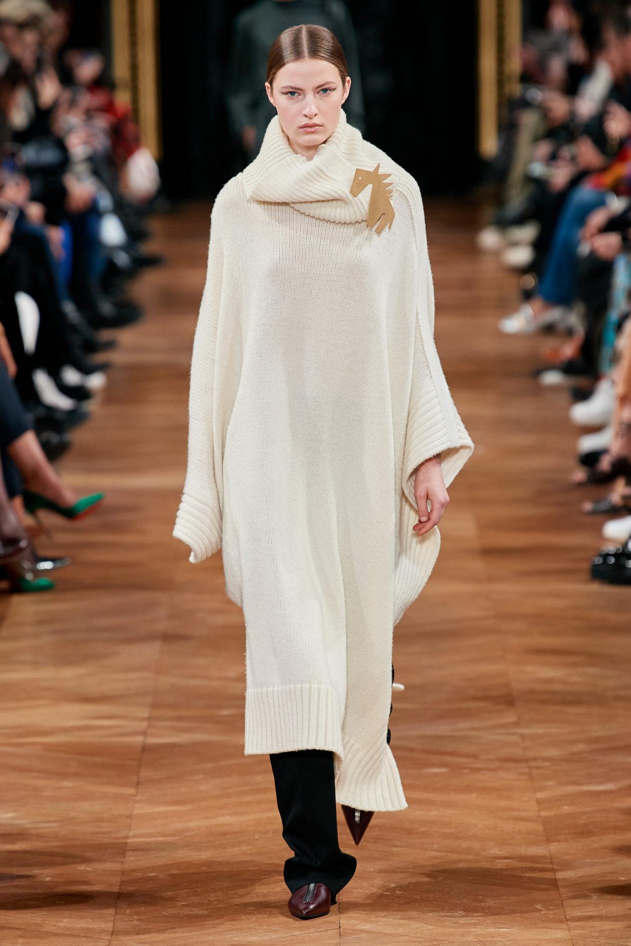 Модное длинное вязаное платье осень-зима 2020-2021 из коллекции Stella McCartney