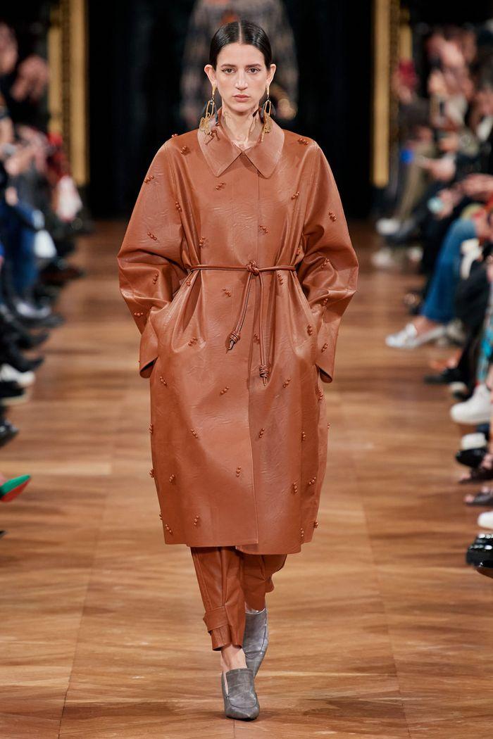 Модные цвета в одежде осень-зима 2020-2021. Образ из коллекции Stella McCartney