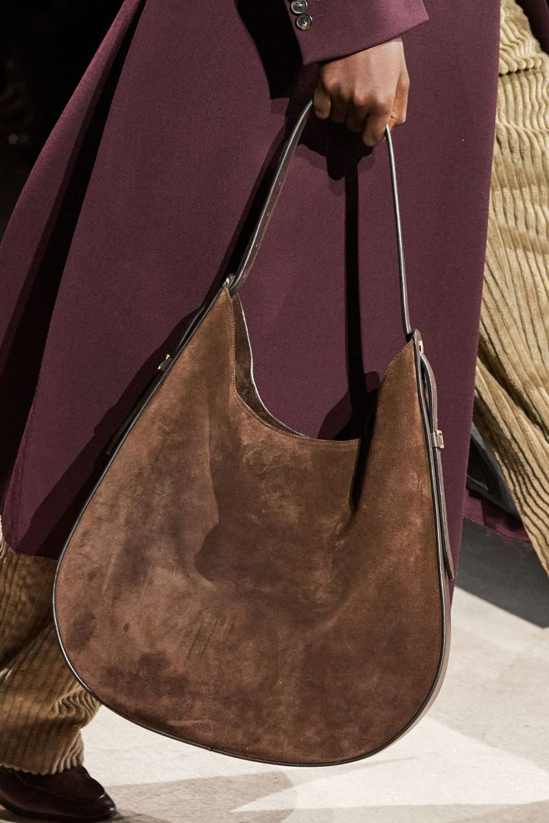 Модные сумки осень-зима 2020-2021 модель хобо из коллекции Tod's