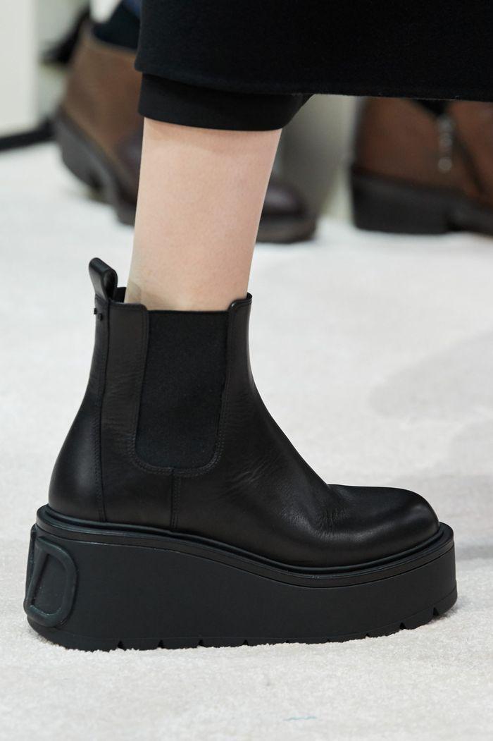 Модная женская обувь сезона осень-зима 2020-2021 - ботинки челси из коллекции Valentino