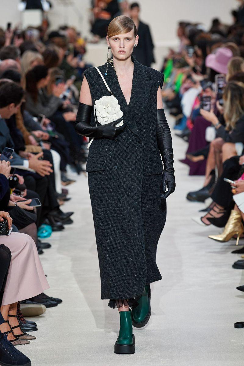 Модное пальто без рукавов осень-зима 2020-2021 из коллекции Valentino