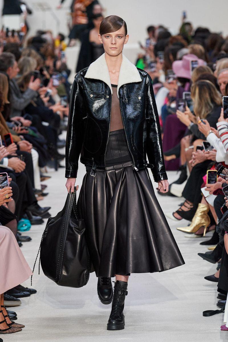 Модные кожаные юбки осень-зима 2020-2021 из коллекции Valentino