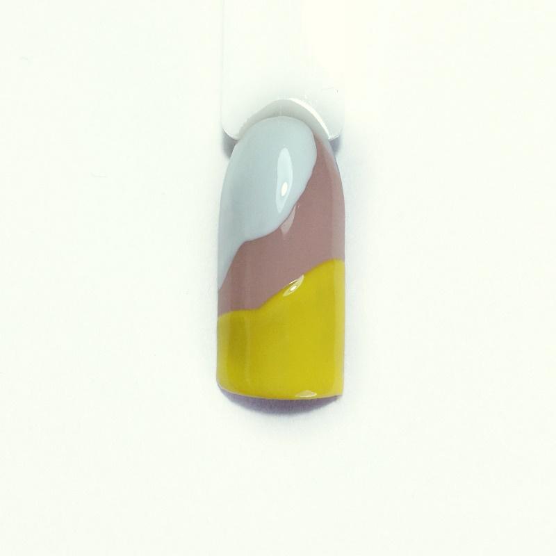 Пошаговые фото: создаем летний желтый маникюр