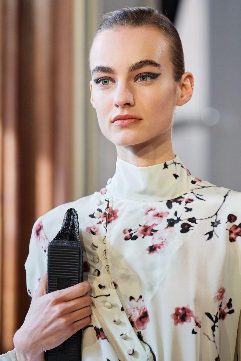 Модный макияж осень-зима 2020-2021. Образ модели на показе Altuzarra