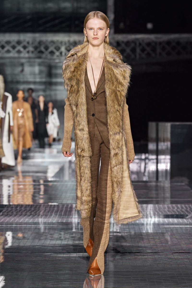 Модные брюки из коллекции осень-зима 2020-2021 Burberry
