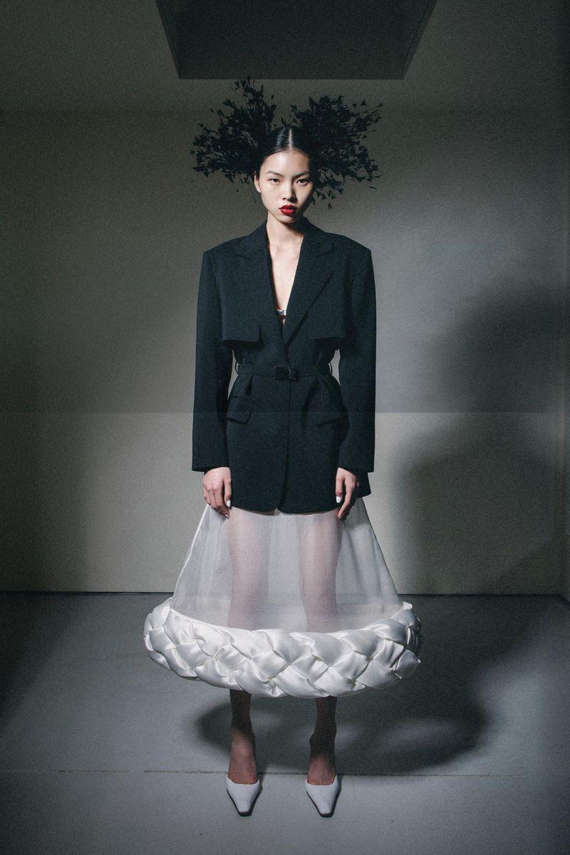 Модный пиджак из коллекции осень-зима 2020-2021 Calvin Luo