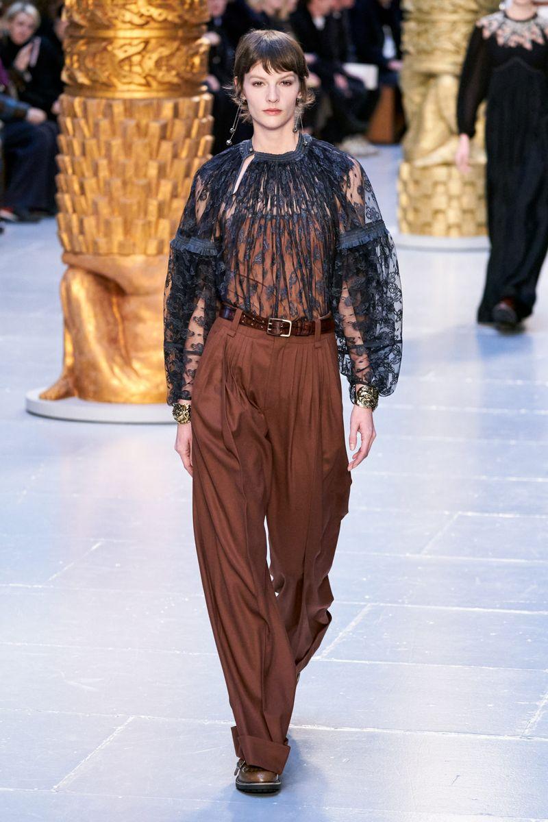 Модная прозрачная блузка из коллекции осень-зима 2020-2021 Chloé