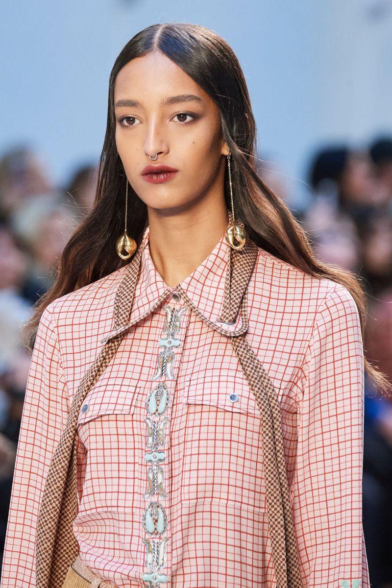 Модный макияж осень-зима 2020-2021. Образ модели на показе Chloé