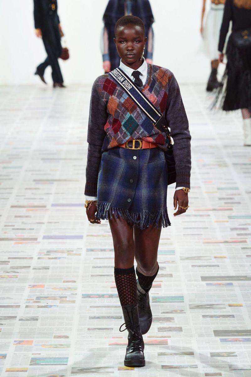 Модный пуловер из коллекции осень-зима 2020-2021 Christian Dior