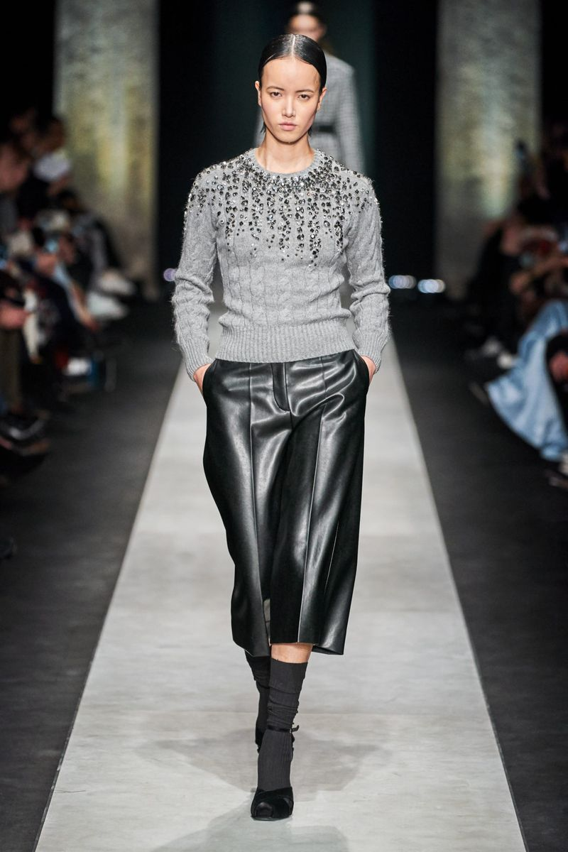 Модный джемпер осень-зима 2020-2021 из коллекции Ermanno Scervino