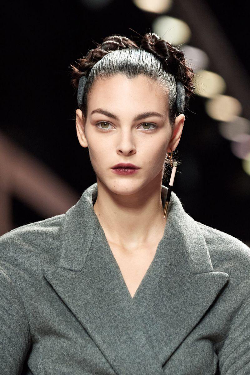 Модный макияж осень-зима 2020-2021. Образ модели на показе Fendi